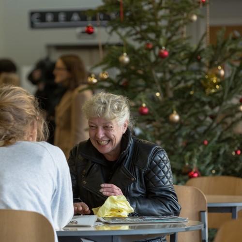 Christmas Helping Homeless.Volunteer At Crisis At Christmas In London Crisis